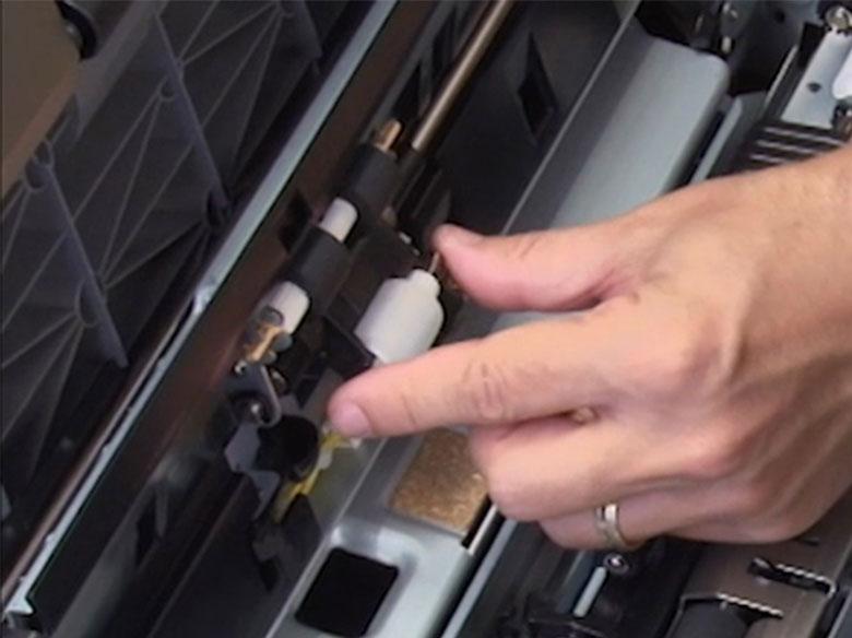 Insérer les rouleaux d'entraînement d'un chargeur haute capacité
