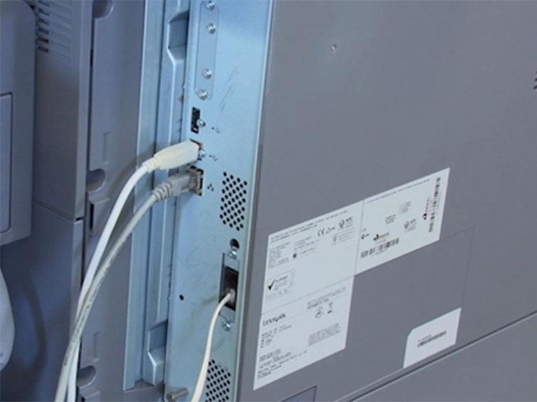 Conectar los cables y encender la impresora
