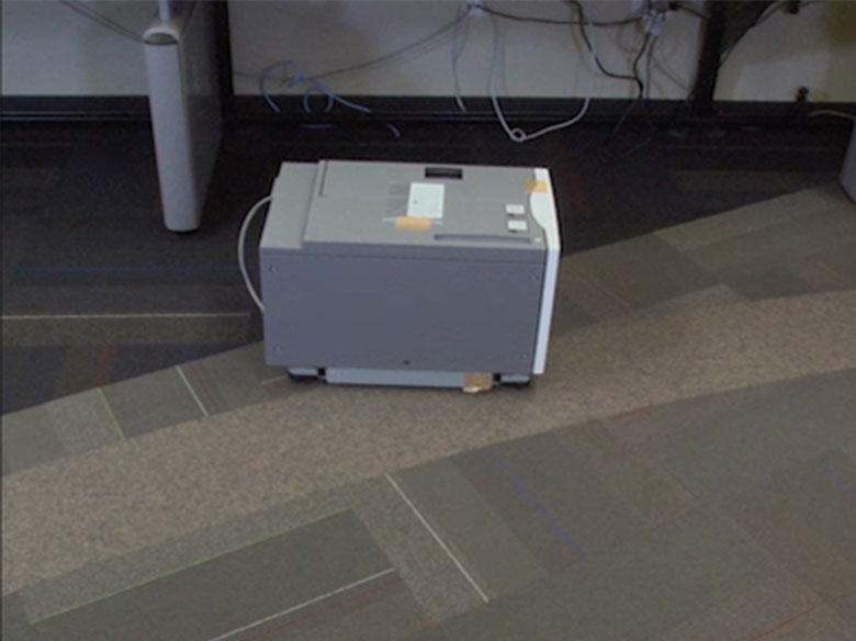 Retire o alimentador de alta capacidade da caixa.