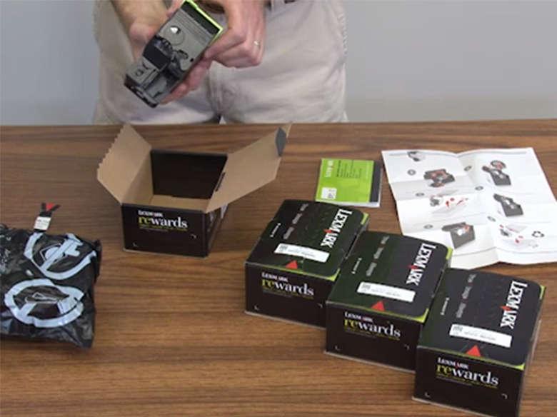 Auspacken der neuen Tonerkassette(n)