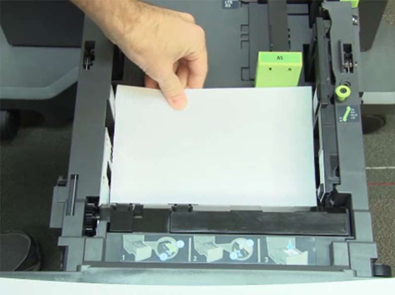 Carga de papel de tamaño carta