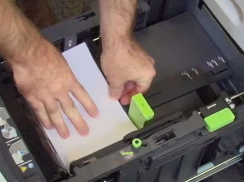 Cargue papel de tamaño Carta.