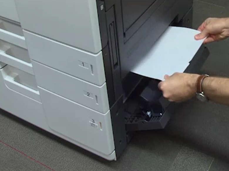Remover atolamento de papel da porta D