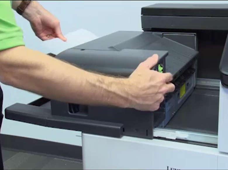 Rimozione degli inceppamenti della carta dagli sportelli C e G e dal raccoglitore del fascicolatore della cucitrice