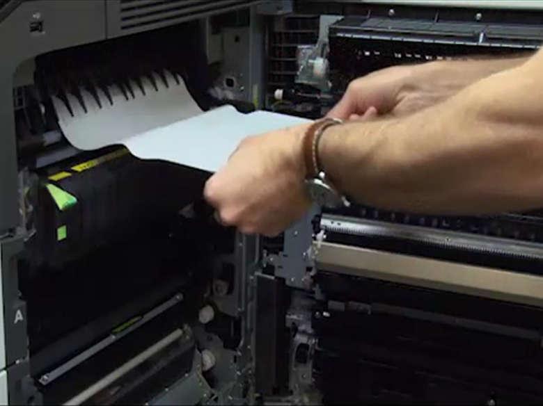 Remover o atolamento de papel na porta C