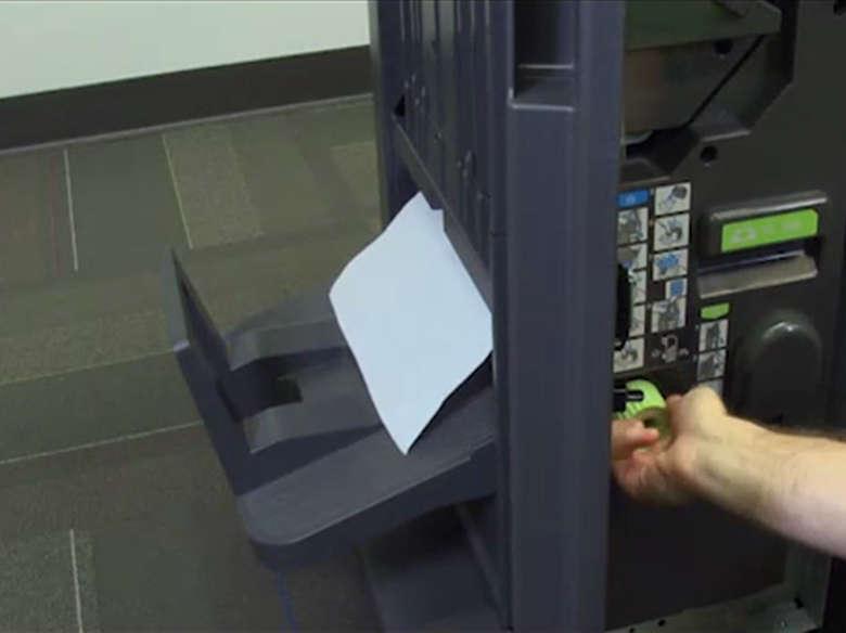 Remover atolamento de papel das portas G, J, H e da bandeja do encadernador
