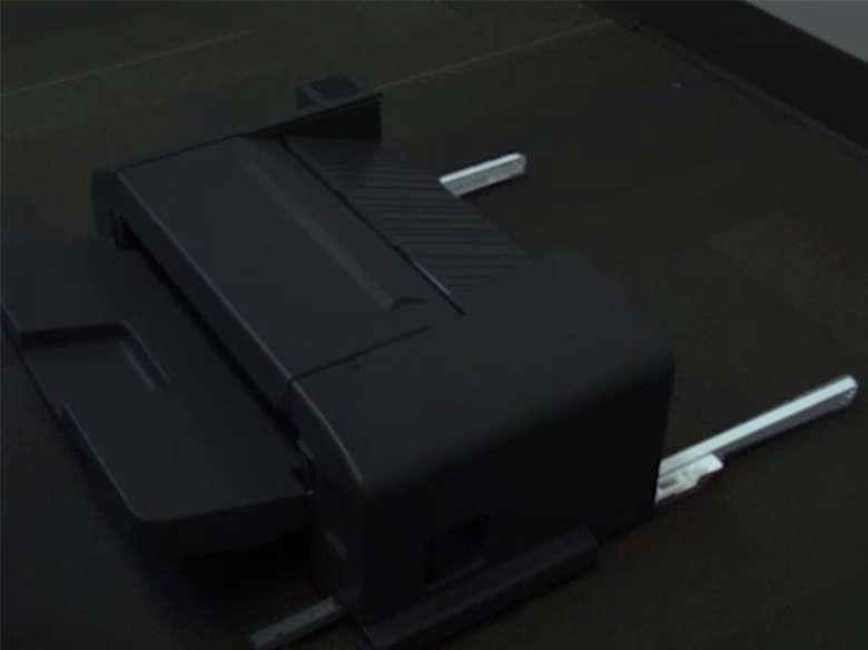 Encaixe o encadernador na impressora