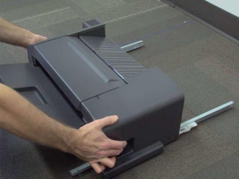 Zımba tutucuyu yazıcıya takma
