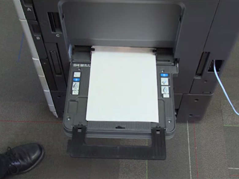 Load paper for one‑sided printing ‑ with an optional finisher