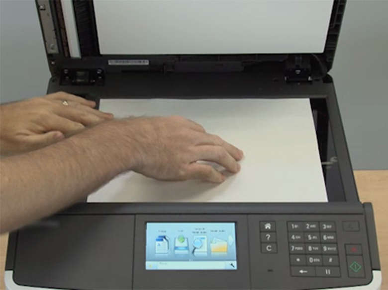 Colocar papel no vidro do scanner (MX310)
