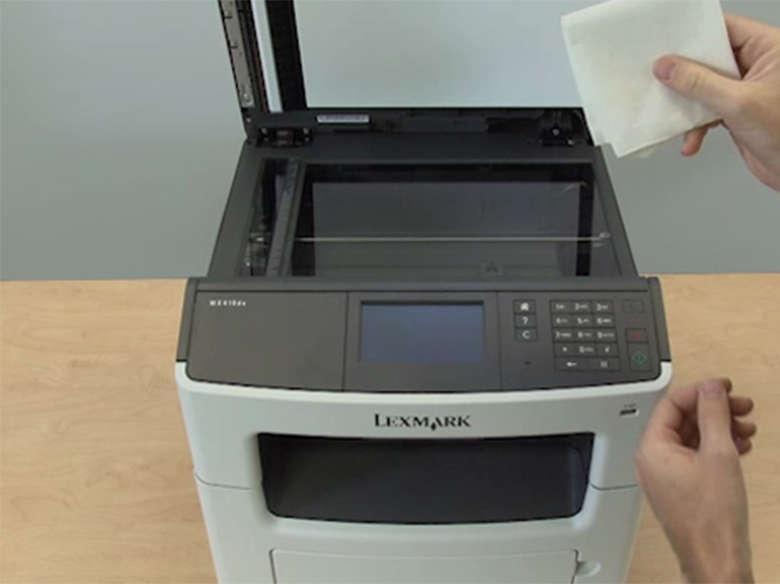 Limpar o vidro do scanner do ADF para eliminar manchas ou listras
