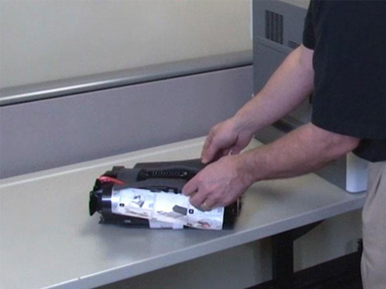 Quitar el embalaje del cartucho de impresión