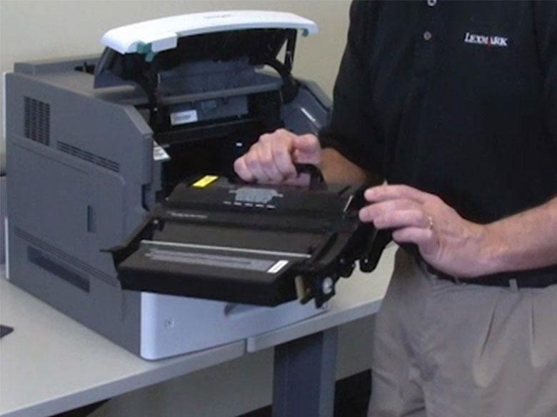 Agitar el cartucho de impresión