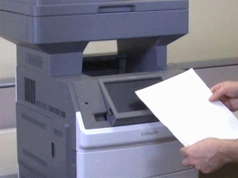 Remova o papel atolado