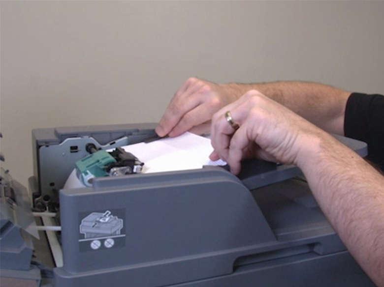 Entfernen des gestauten Papiers